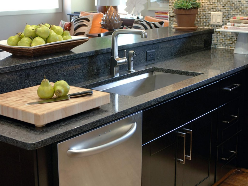 GH09_Kitchen_04_sink-dishwasher_s4x3.jpg.rend.hgtvcom.1280.960